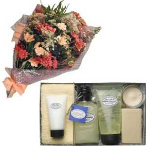 Flowers and pampering gift set